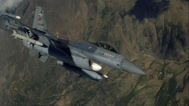 Ushtria turke bëri një operacion ajror kundër kampeve të PKK-së   TRT  Shqip