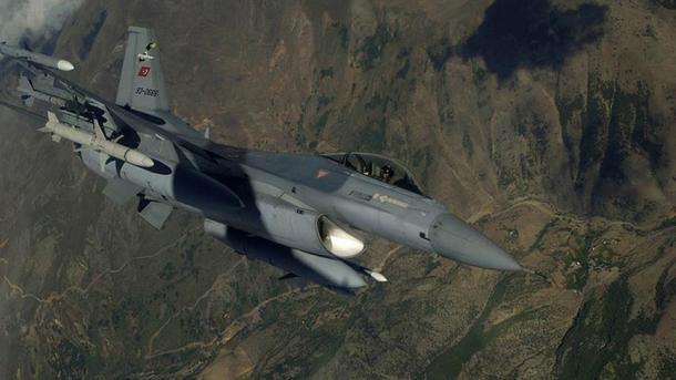 Avionët e ushtrisë turke godasin pozicionet e terroristëve në përgatitje për sulm nga veriu i Irakut | TRT  Shqip