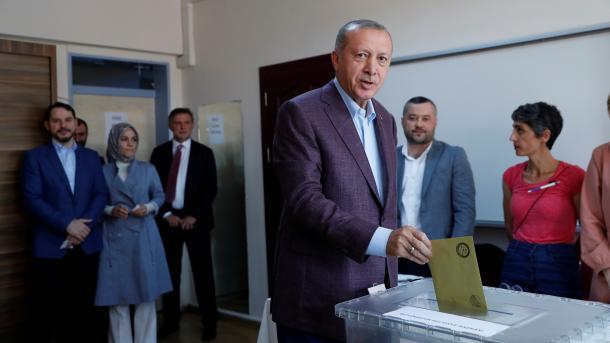 Zgjedhjet për kryebashkiakun e Stambollit, ja ku votuan liderët e vendit   TRT  Shqip