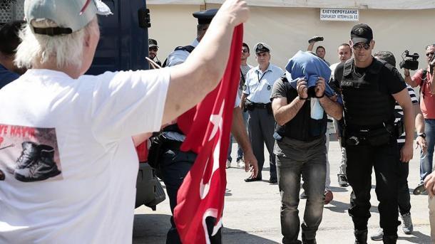 Греция выдаст Турции трех из восьми турецких военных, бежавших после попытки переворота