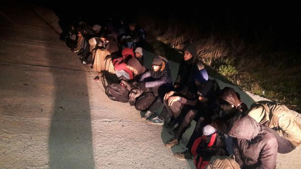 Turqi – Kapen 44 klandestinë dhe azilantë | TRT  Shqip