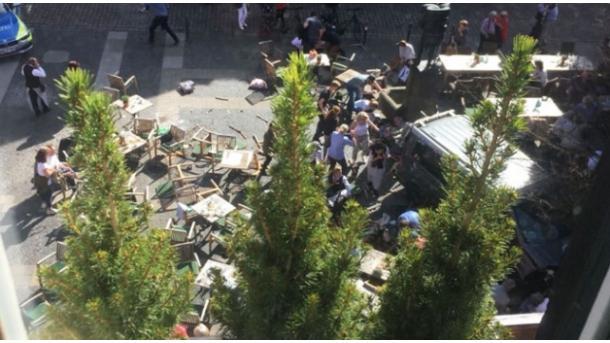 Gjermani - Automjeti përplas këmbësorët | TRT  Shqip