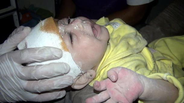 Ispod ruševina u Idlibu spašena jednomjesečna beba