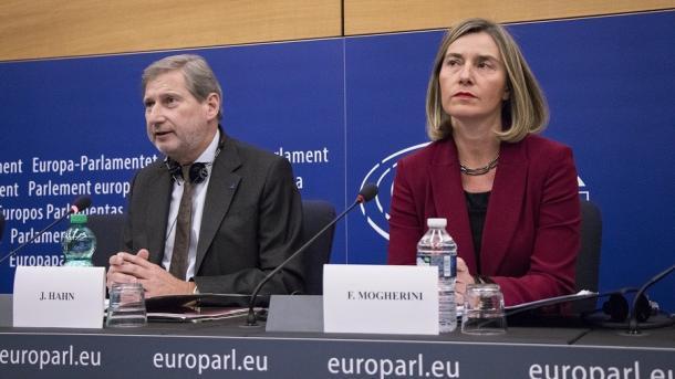 Mogherini-Hahn: Shqipëria në rrugë të pakthyeshme drejt Bashkimit Evropian | TRT  Shqip