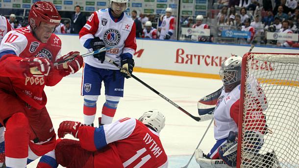 Putin spielt wieder Eishockey und schiesst sieben Tore