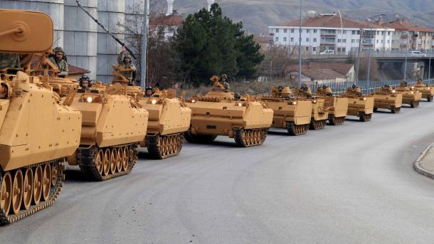 Turqia vazhdon dislokimin e njësive ushtarake në kufirin me Sirinë | TRT  Shqip