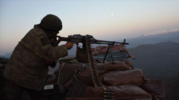 Forcat e Armatosura të Turqisë neutralizojnë dy terroristë të PKK-së | TRT  Shqip