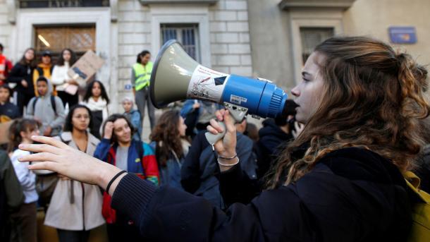 Policia franceze arrestoi 700 gjimnazistë në protestat kundër politikave të arsimit | TRT  Shqip