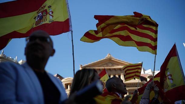 ВКаталонии протестующие студенты перекрывали улицы ижелезную дорогу