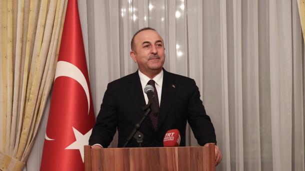 Çavusoglu: Nëse njësitë e regjimit hyjnë në Afrin, askush nuk do të mund të ndalojë ushtrinë turke | TRT  Shqip