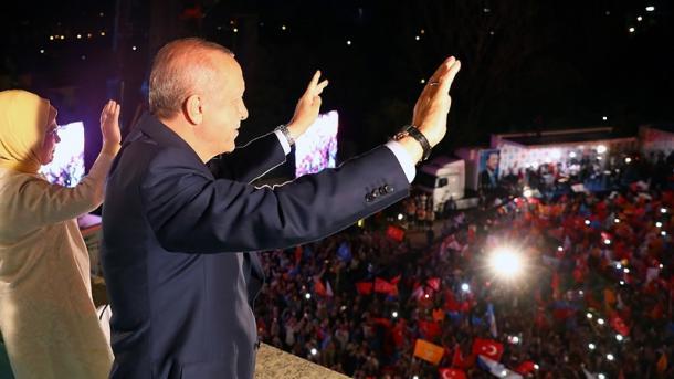 Koment – Zgjedhjet 2018: Po stabilitetit dhe sistemit presidencial!   TRT  Shqip