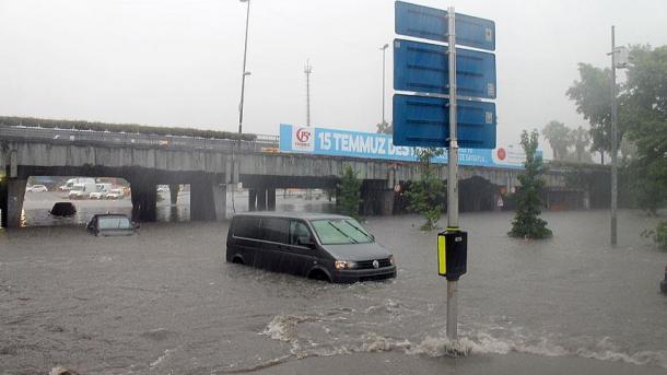 Метро Стамбула затоплено из-за сильного ливня