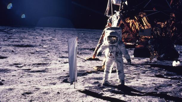 Сумку счастичками грунта Луны продадут за $4 млн вSotheby's