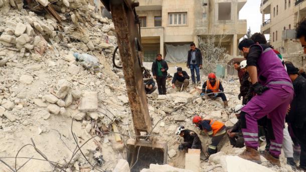 EEUU ataca mezquita en Idlib, mueren 42 civiles — Masacre en Siria