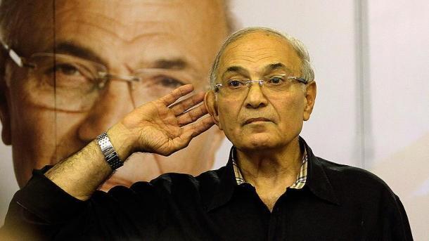 Депортированный изОАЭ бывший премьер-министр Египта вернулся на отчизну