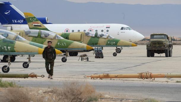 Terroristas derriban avión de combate del Ejército sirio