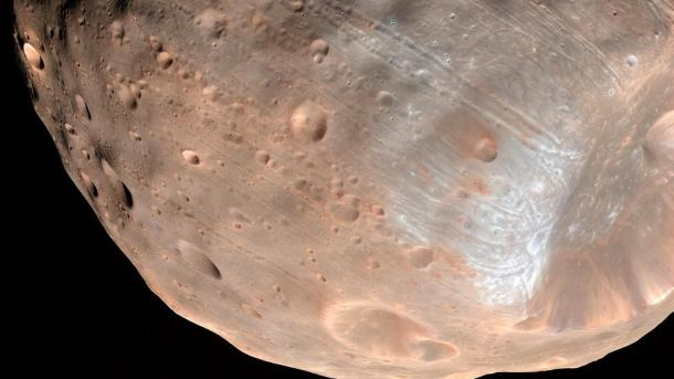 La NASA capta sin querer a la diminuta Fobos orbitando Marte — VENEZUELA