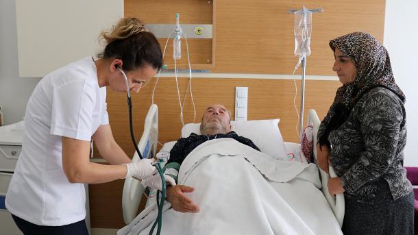 Turqia ofron shërbime shëndetësore për banorët e qytetit Afrin të Sirisë | TRT  Shqip