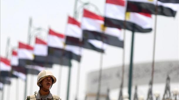 Koment – Egjipt, kërkimi i stabilitetit antidemokratik krijon kaos | TRT  Shqip
