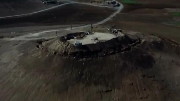 TRT filmon pozicionet e zjarrit të YPG-së në lindje të Eufratit | TRT  Shqip
