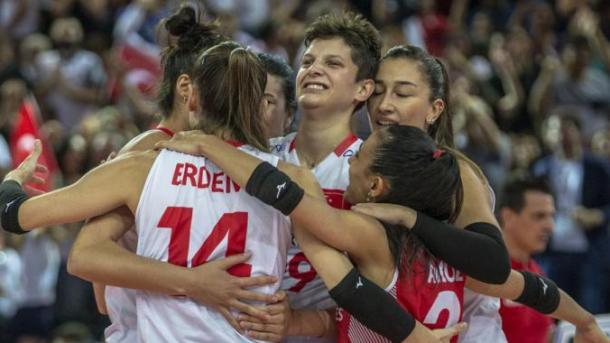 土耳其国家女子排球队荣获银牌 埃尔多安发推文祝贺 | 三昻体育投注