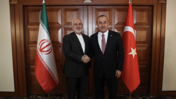 Çavusoglu: ShBA-ve do të vazhdojmë t'ju shpjegojmë se sanksionet ndaj Iranit janë gabim | TRT  Shqip