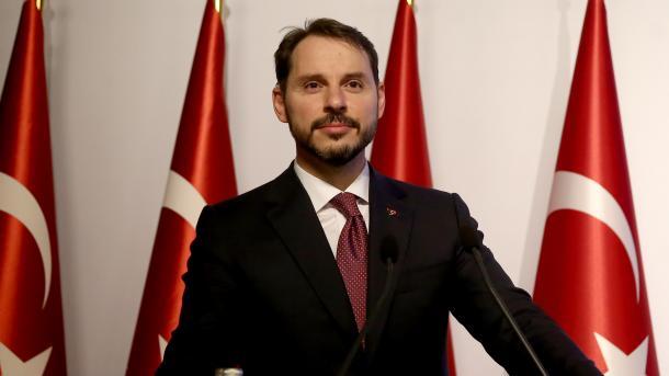 Albayrak fton botën të bashkëpunojë me Turqinë kundër sulmeve ekonomike të SHBA-së | TRT  Shqip