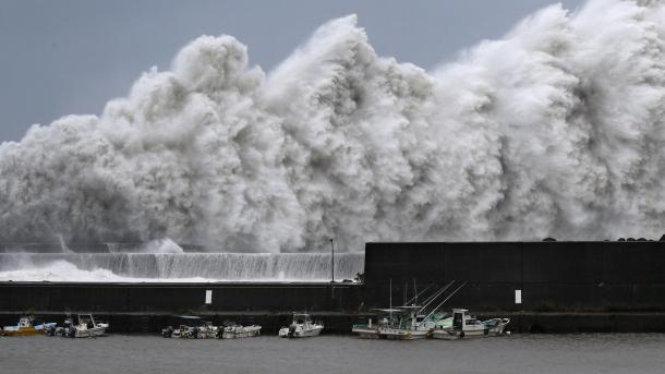 Japonia goditet nga tajfuni më i dhunshëm i 25 viteteve të fundit | TRT  Shqip