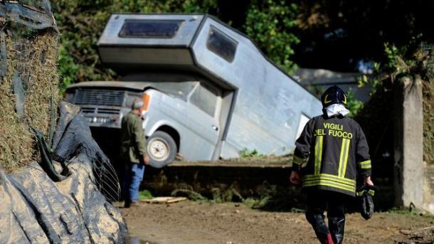 وفاة 30 شخصا في ايطاليا بسبب السيول   TRT  Arabic
