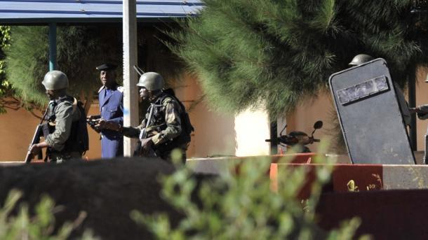 【マリ】 ホテルに武装攻撃、2人が死亡 | TRT  日本語