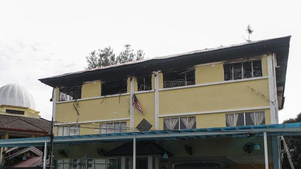 ВМалайзии врезультате сильного возгорания висламской школе погибли 25 человек
