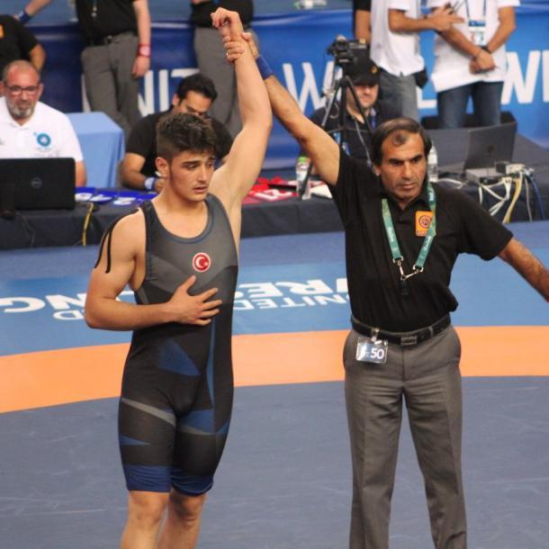 土耳其摔跤健将成为世界冠军 | 三昻体育官网