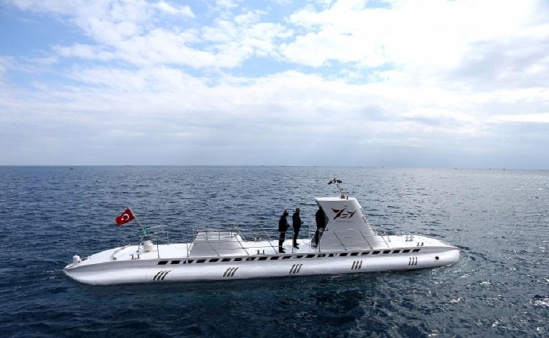 Подводная лодка Nemo Primero 18 м длиной и 4 м шириной имеет вес 106 тонн и работает за счет электроэнергии. Субмарина может находиться под водой на протяжении 10 часов.