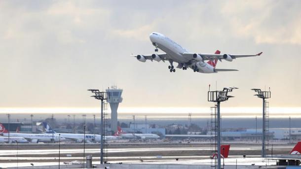 Rritet fluksi i pasagjerëve dhe fluturimeve në aeroportet e Stambollit   TRT  Shqip