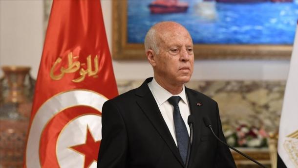 Presidenti i Tunizisë vë dorë në udhëheqjen e vendit, pezullohet Parlamenti   TRT  Shqip