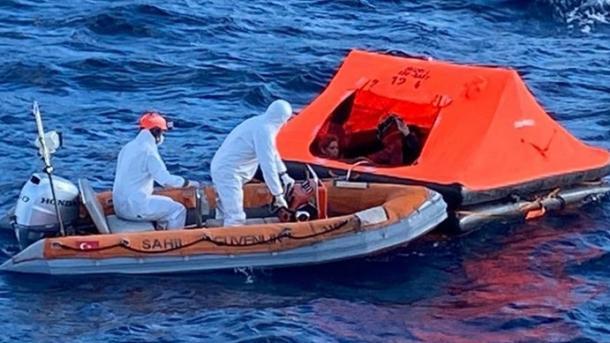 Ekipet e Rojës Bregdetare Turke shpëtojnë sërish emigrantë të prapësuar nga Greqia | TRT  Shqip