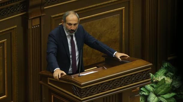 Pashinyan u bën thirrje qytetarëve të luftojnë në front | TRT  Shqip