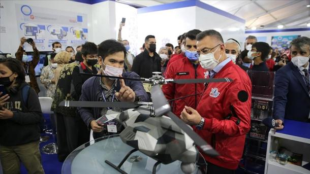 Oktay: Sot ekziston një Turqi që zhvillon koncepte të reja në industrinë e mbrojtjes   TRT  Shqip