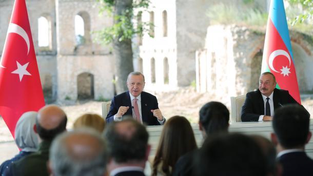 Erdogan dhe Aliyev nënshkruan Deklaratën e Shushas, udhërrëfyes i marrëdhënieve Turqi-Azerbajxhan | TRT  Shqip
