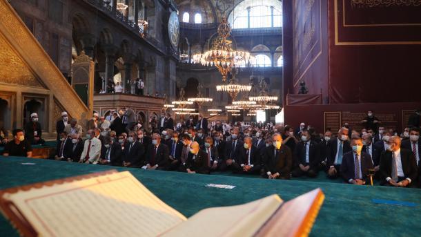 Xhamia e Shën-Sofisë u rihap për adhurim   TRT  Shqip