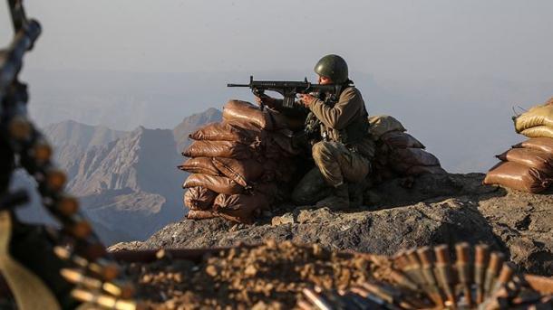 Forcat turke të sigurisë neutralizuan 6 terroristë në Siri, ndërsa kapën 3 të tjerë në Mardin | TRT  Shqip