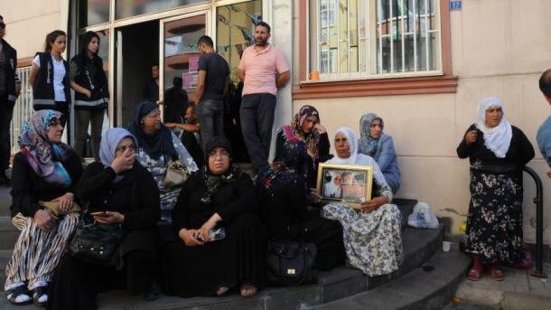 Një apel i hapur nga figura publike turke kundër vrasjeve të PKK-së | TRT  Shqip