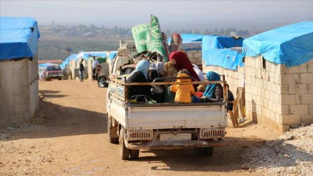 Siri – Civilët mërgojnë në kampet afër kufirit me Turqinë | TRT  Shqip