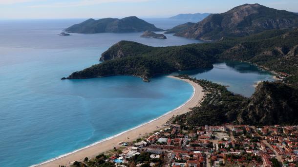 Turistët ukrainas të kënaqur nga masat e marra kundër COVID-19 në Turqi   TRT  Shqip