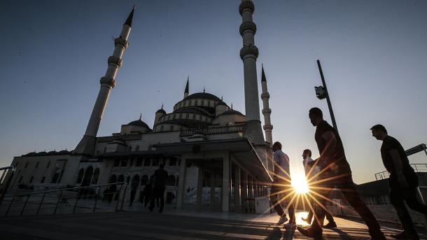 Entuziazmi i Kurban Bajramit përfshin tërë botën myslimane | TRT  Shqip