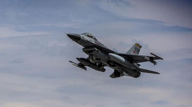 Ushtria turke vazhdon operacionet ajrore brenda dhe jashtë vendit | TRT  Shqip