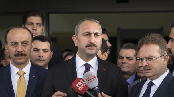 Gul: Udhëheqësi i PYD-së Mazlum Kobani kërkohet me kartë të kuqe në 196 vende të botës | TRT  Shqip