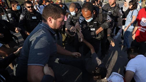 Policia izraelite ndërhyn ndaj protestuesve në lagjen Sheik Jarrah të Jerusalemit Lindor të pushtuar | TRT  Shqip