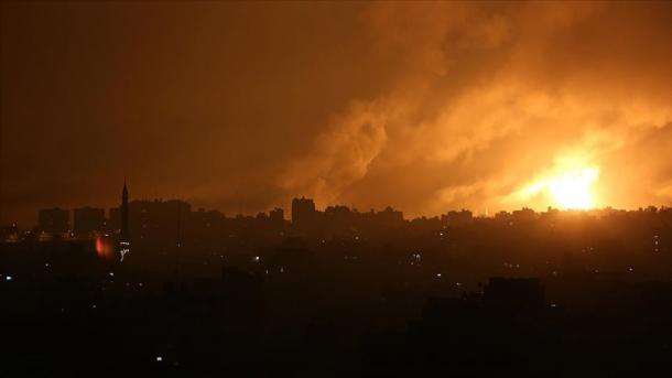 Avionët izraelitë bombarduan Rripin e Gazës | TRT  Shqip