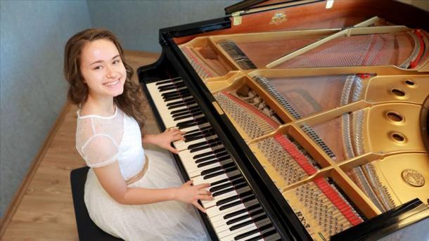Yäş' pianist İtaliyädä berençe buldı | TRT  Tatarça